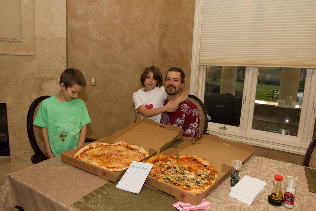 Lightning Lazlo Pizza