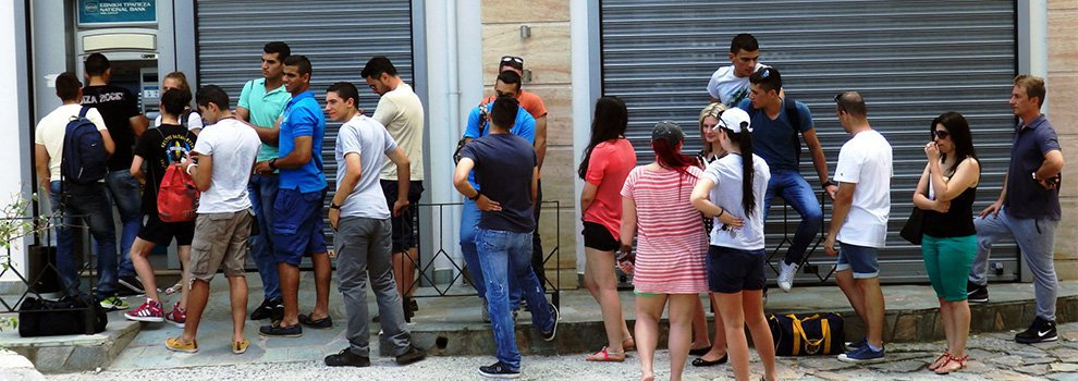 Bank Lines in Athens Trigger a Rush to Gold and Bitcoin