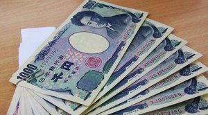 Japan Debates Regulating Bitcoin as Currency; Banks Eager to Study Blockchain